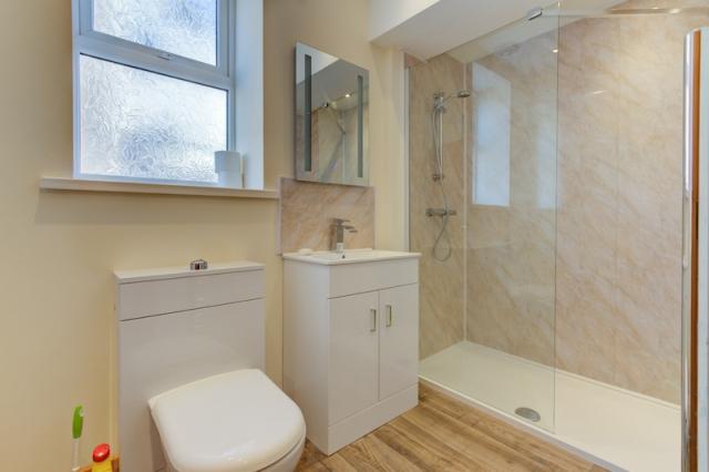 Apartment 6 - Shower Room