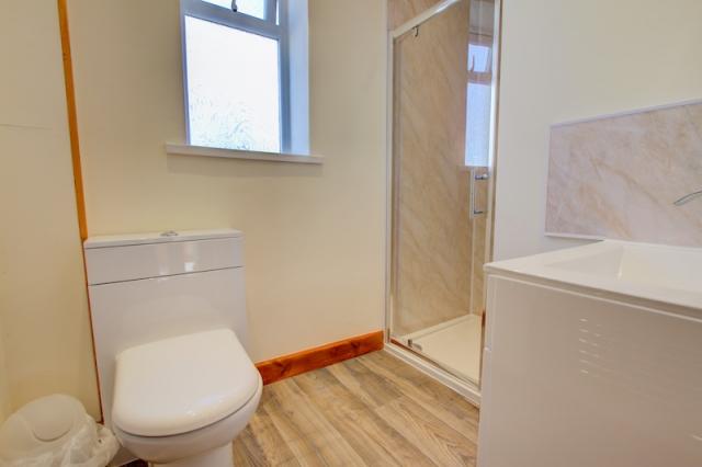 Apartment 7 Shower Room